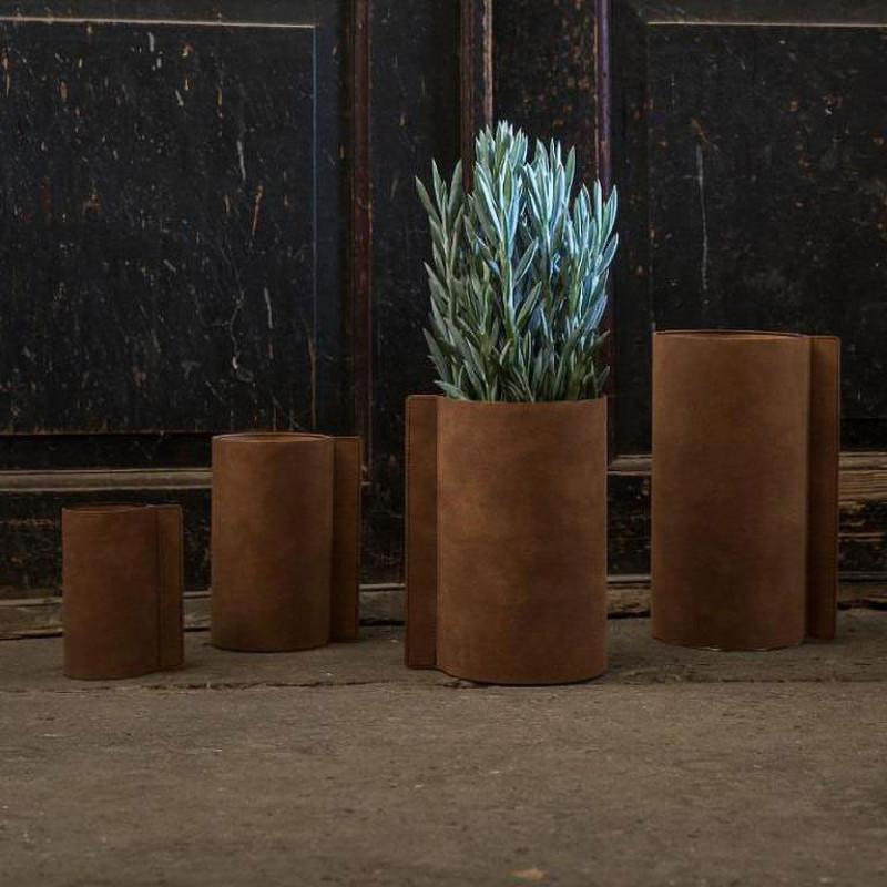 LIND DNA Стеклянная ваза для цветов обшитая кожей (983048)